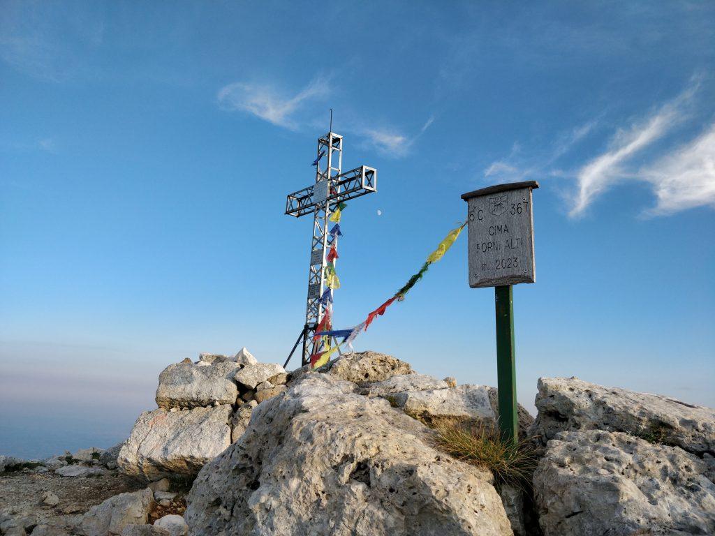 Croce su cima Forni Alti
