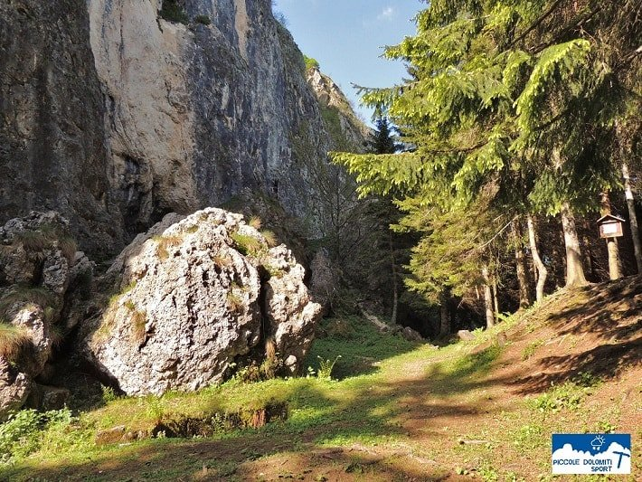 foto panoramica della palestra di roccia