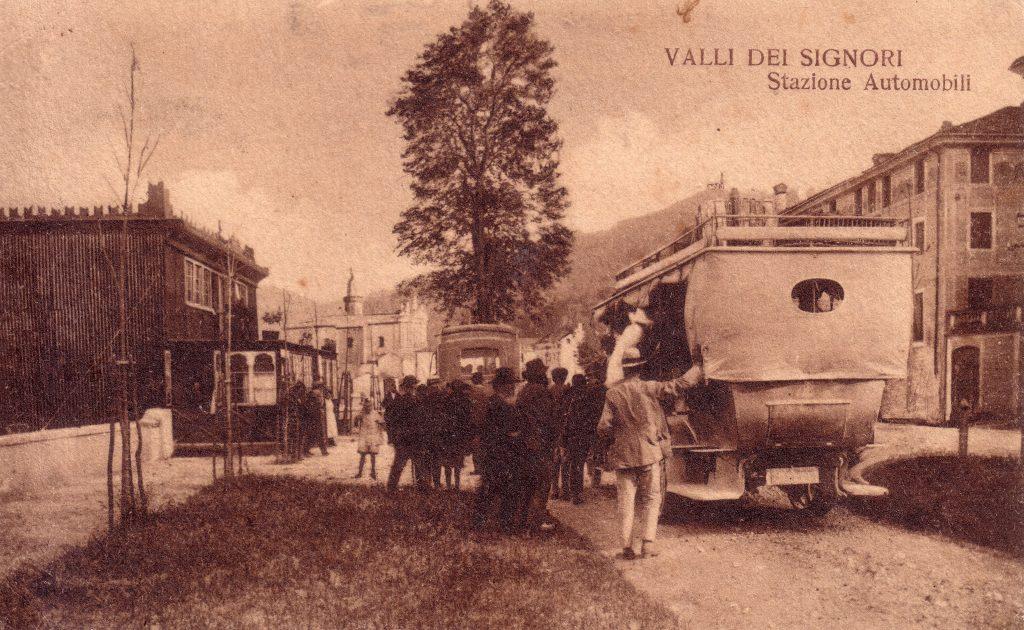 foto storica della stazione automobili di Valli