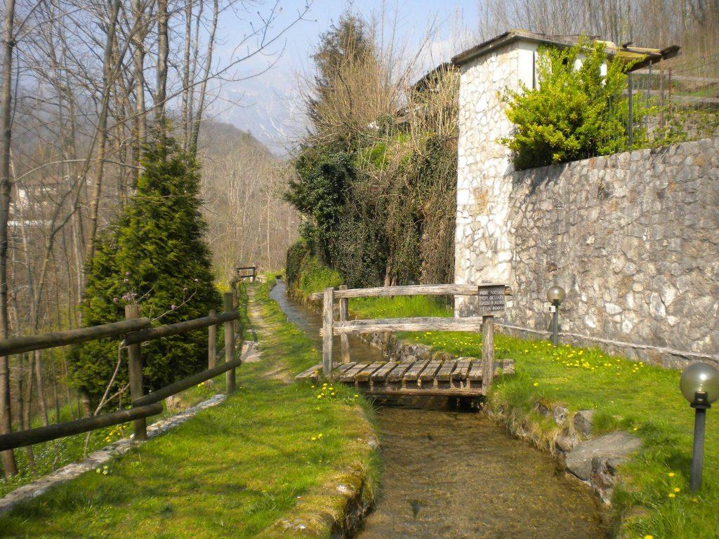 ponte sulla via dell'acqua